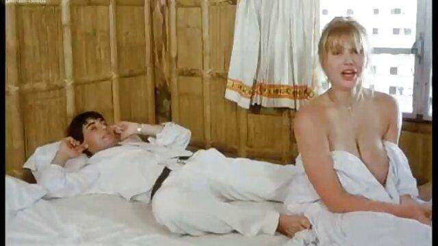 Տաք պոռնո առանց գրանցման  Sexy Simona մինետ անվճար սեքս դիպլոմ է զուգարանը.