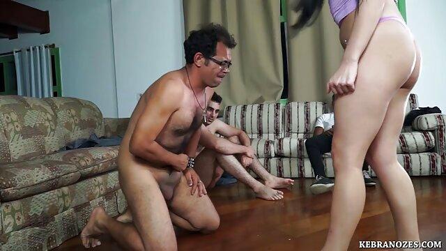 Տաք պոռնո առանց գրանցման  Փոքրիկ աղջիկը խաղում է կրպակի բոլոր սեքս կայքեր հետ